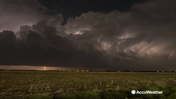 Storm chaser captures incredible lightning storm timelapse