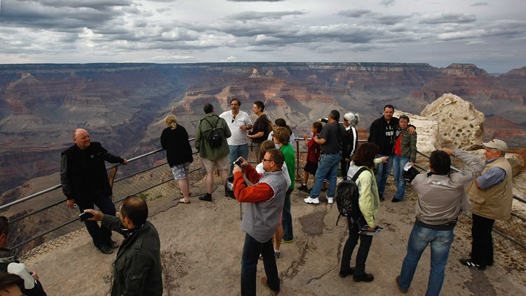 Grand Canyon tourists view