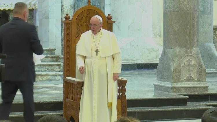 Pope urges Iraqi Christians not to lose hope