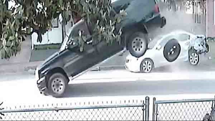 Video shows SUV crashing into cars in Houston, driver leaving scene without pets