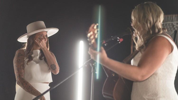 Lindsey singing to Bri