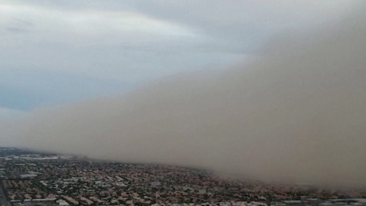 Incredible Video of Apocalyptic Dust Storm Caught Rolling in Towards Phoenix Suburb