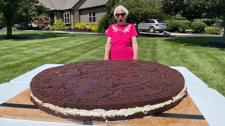 Columbus grandma, grandson team up to create world's largest Oreo