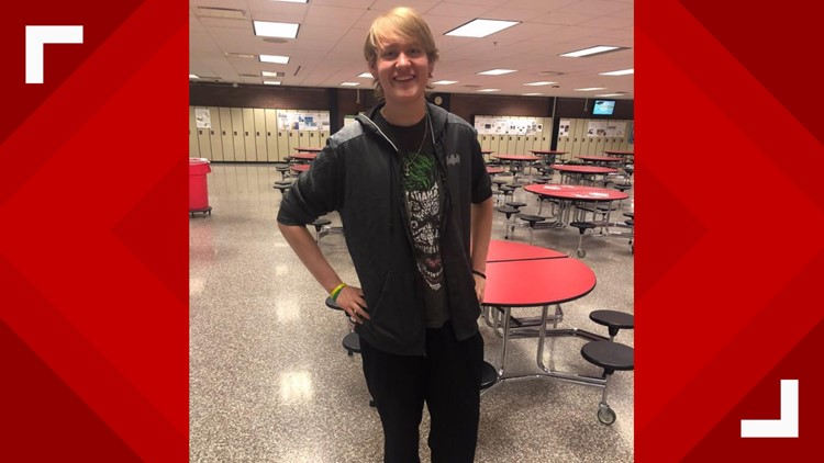 Ohio high school senior loses more than 100 pounds by walking to school each day