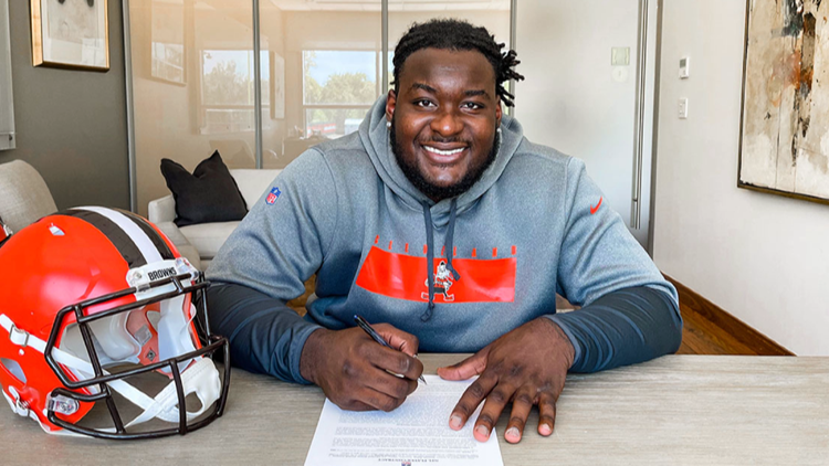 Hudson, Central Catholic grad, officially signs with Browns