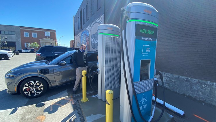 Tiffin installs 2 electric vehicle chargers in city parking lot