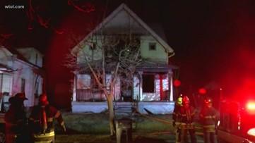Central Toledo family escapes early morning house fire