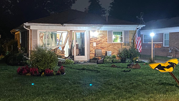 Man leads police on chase, crashes into west Toledo home Thursday morning