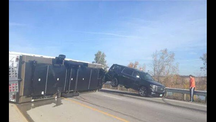 Overturned motor home stops traffic on I-75 in Bowling Green