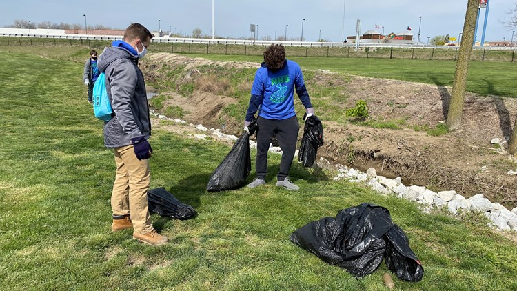 Findlay High School students clean up litter as part of the Findlay Earth Day Challenge