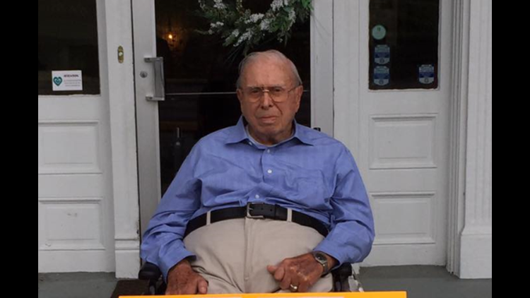 Help This WWII Veteran Celebrate 100 Years With Birthday Cards