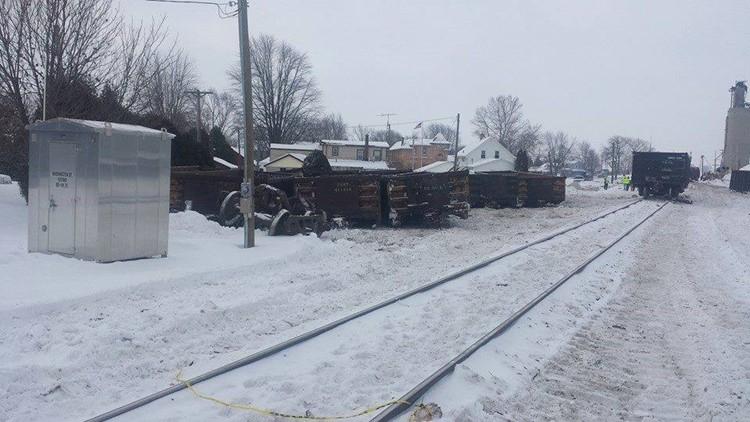 Train derails in downtown Tontogany