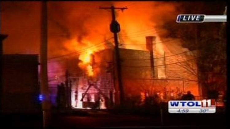 Crews investigating vacant apt. fire in west Toledo
