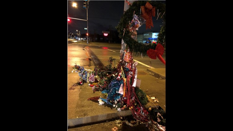 Christmas Weed.Parts Of Toledo Christmas Weed Display Stolen Wtol Com