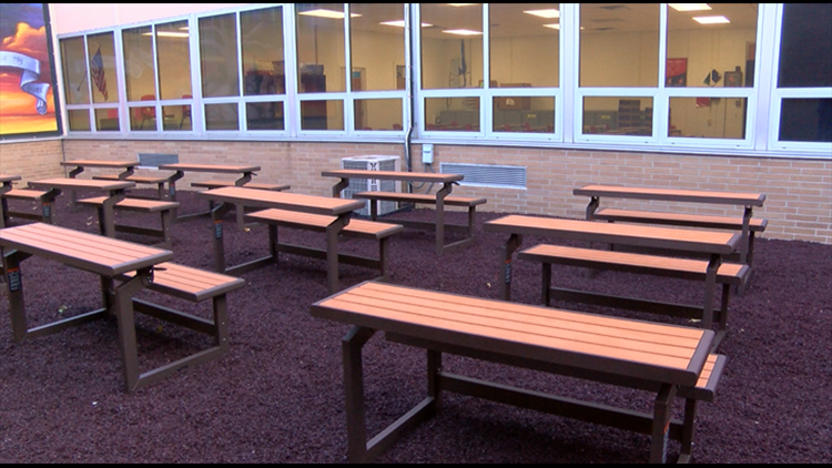 Peachy Outdoor Classroom Gives Students Non Traditional Learning Uwap Interior Chair Design Uwaporg