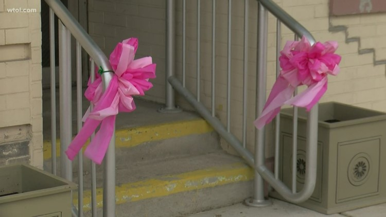 Port Clinton covered in pink ribbons to honor Harley Dilly