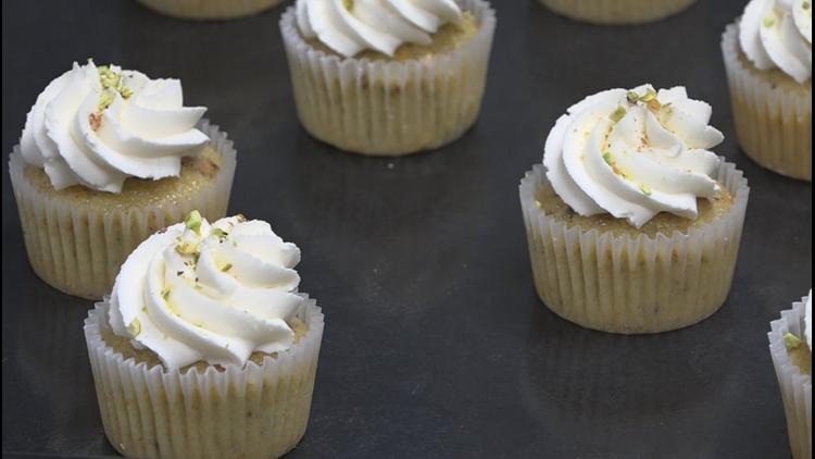 Pistachio cupcakes - crowned cakes