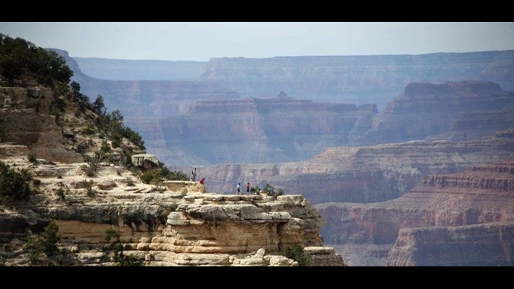 67-year-old man falls 400 ft  off South Rim of the Grand