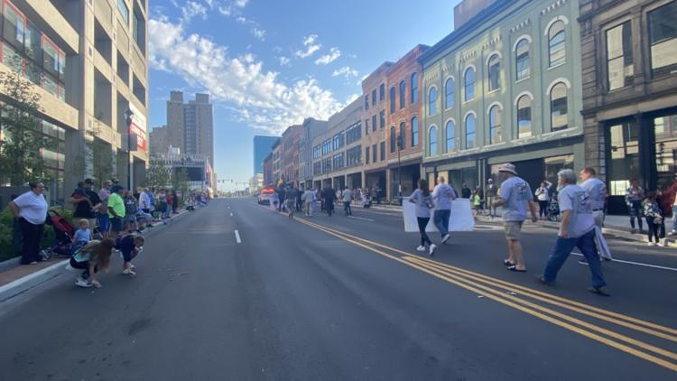 People flock to Summit Street for return of Toledo's Labor Day Parade