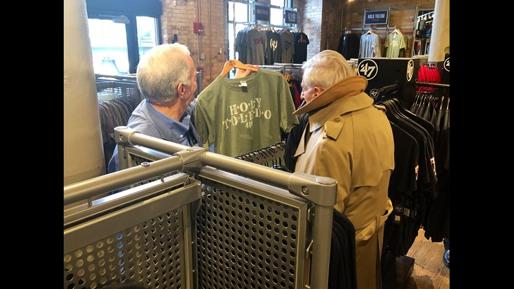 Jamie Farr makes a cameo at the Swamp Shop