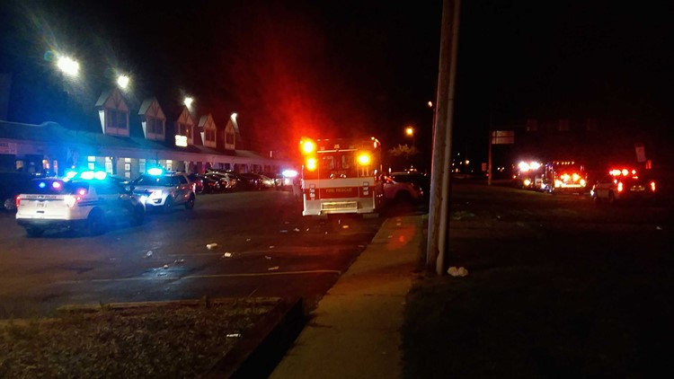 1 person killed, 4 injured in overnight shootings at two Toledo bars