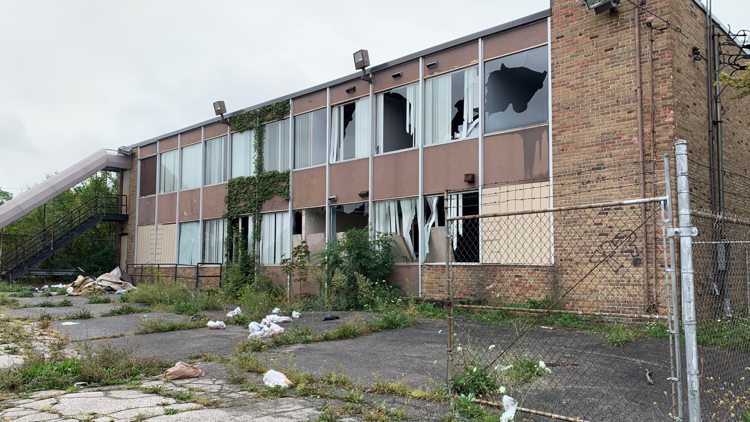 Collingwood Springs neighbors fed up with deteriorating building they say is a dangerous eyesore