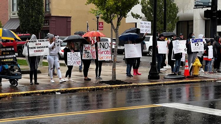 Students protest Heidelberg University's COVID-19 vaccine mandate
