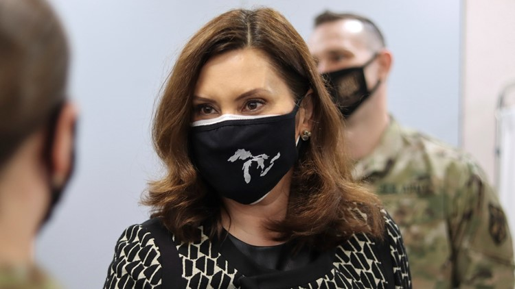 Whitmer resumes wearing mask at indoor events